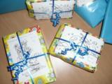 Liebevoll verpackte Spenden der Weihnachtsaktion 2011