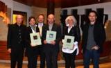 Maria Mintrop mit Laudator Rudi Neuland sowie Vertreter der nächstplatzierten Häuser