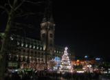 Weihnachtsmarkt vorm Hamburger Rathaus