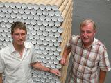 """Thomas Haseney und Albert Brand: Pappe sind """"ihr"""" Rohstoff"""