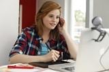 """""""Online kann Nachhilfe zu jeder Tageszeit und an jedem Wochentag stattfinden."""""""