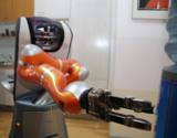 Der Serviceroboter Care-O-bot 3 unterstützt Pflegekräfte. (Quelle: Fraunhofer IPA)