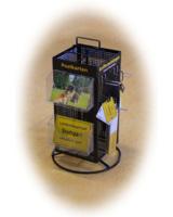 Auf Wunsch werden die Produkte im Ortsschild-Design mit einem Verkaufsdisplay für den POS geliefert.