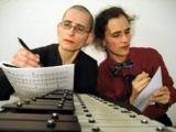 gesungene Kommentare zu den Menschenrechten: ANA & ANDA