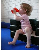 CamoCup fördert das selbstständige Trinken bei Kindern nach dem Abstillen