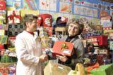 Geschenkeübergabe an die Hamburger Tafel (Berndt Andresen)