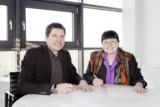 Marcus Schulz, USG People Germany GmbH und Dr. Maria Krauels-Geiger, BA, bei der Unterzeichnung
