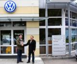 Klaus-Dieter Morrkopf(re) mit webauto.de Mitarbeiter Branko