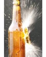 Bottle Burst: Umherfliegende Glassplitter sind gefährlich.