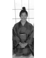 Marina Tsuji in traditioneller Tracht