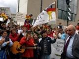 Romuald Schaber, Vorsitzender des BDM, mit protestierenden Milchviehhaltern (Foto: Proplanta)