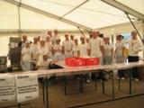Die freiwilligen Helfer an der Essensausgabe
