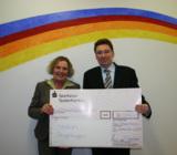 Monika Demmich, Vorsitzende des Fördervereins, und Ralf Lagerbauer, Mitglied der Geschäftsleitung