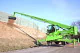 Merlo Roto 45.21 MCSS aus dem HKL MIETPARK beim Transport von Pflanzen und Rindenmulch an der A 24
