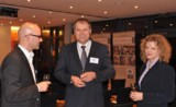 v.l.n.r. Steffen Heil, Senator Daiger, Beate Daiger/ Foto: Caritas Stuttgart, Karl-Hans Kern