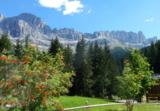Perspektiven vom E-Bikesattel: die Südtiroler Bergwelt der Dolomiten