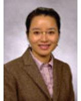 Prof. Jin Zhao vergleicht Imagebroschüren