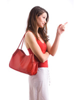 Die rote Tasche ist das Symbol für den Equal Pay Day