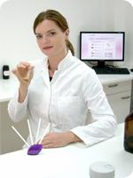 Doreen Herker, Leiterin der Abteilung Duftentwicklung