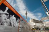 Unweit vom Ostel: die Open Air Ausstellung am Alexanderplatz