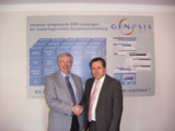 DSS Geschäftsführer Reinhard Wagner (links) und gedeon IT Geschäftsführer Wolfgang Kragt