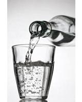 Auch im Büro gilt: Öfter mal was trinken!