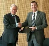 Prof. Dr. Ulrich Buller und Guy Hammersley © Fraunhofer IBP