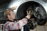 Stoßdämpfer und Federn regelmäßig überprüfen und auswechseln lassen      Foto: KYB