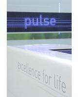 LEDs zeigen Pulsschlag für alle sichtbar an: neues Showroom-Design von Moniteurs für Biotronik