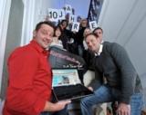 """Henry Leitmann und Michael Brandt (vorn rechts und links) von """"kurzurlaub.de"""" mit ihrem Team"""