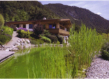Traumvilla in Tirol mit großer Gartenanlage