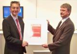 Herr Umlauf (IGEFA WEINBRENNER) und Herr Bruch (PLANAT) freuen sich über die Auszeichnung