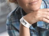 Patientenarmbänder helfen, Behandlungsfehler etwa durch Verwechslungen zu vermeiden.