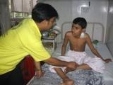 Scientology Geistlicher hilft Opfern in Mumbai
