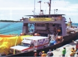 Schiff mit Hilfsgütern von der Scientology-Kirche