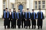 Übergabe der MBA-Urkunden zusammen mit Dr. Udo Dierk (4.v.r.), Studiengangsleiter des MBA-Programms