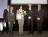Petra Engstler-Karrasch (Mitte) nimmt den digita für die AMS AcademyManagementSuite entgegen