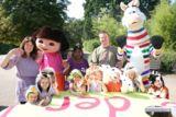 """Die Kinder des Zoo-Kindergarten """"Children House"""" am """"Puzzle der Wünsche"""""""