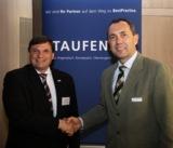 Herbert Klein, Agfa-Gevaert HealthCare GmbH, Wilhelm Goschy, Staufen AG, besiegeln die Kooperation