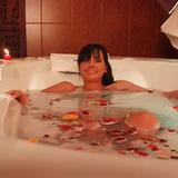 Das Bad mit ätherischen Ölen und Düften