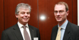 easycashs Frank Patt (l.) begrüßte Dr. Ernst Stahl als Referenten