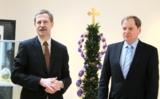 Dr. Wolfgang Epp und Gastgeber Eyke Peveling mit der Osterpalme