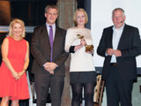 Die stolzen Gewinner des POPAI D-A-CH Digital Award 2013: S.Groppe und S. Hahn von engram (Mitte)