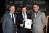 Chiquita-Geschäftsführer Ernst Schulte nimmt Superbrands-Auszeichnung entgegen