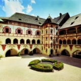 Schloss Tratzberg thront zwischen Stans und Jenbach hoch über dem Inn.
