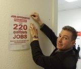 Marketingleiter Dr. Ralf Eisenbeiß startet den Aushang für 220 neue Jobs bei Franz & Wach.