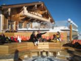Kristallhütte mit Chill-Lounge