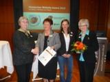 Günther-Geschäftsführerin Siegrid Sommer (2. v. l.), freut sich über die Auszeichnung.