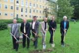 Spatenstich mit dem Geschäftsführer des Heilbades Krumbad Karl Josef Honz (ganz rechts)