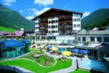 Inmitten des wunderschönen Landschaftsbildes Tirols befindet sich das Hotel Trofana Royal.